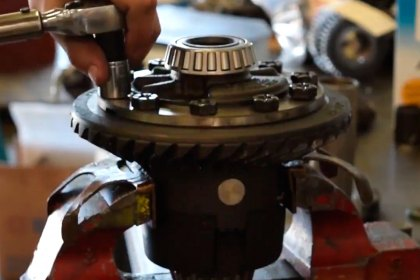 Auburn Gear® - Differential Installation