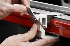 Bestop® - EZ Roll Tonneau Clamp Close Up