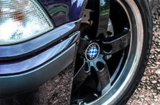 BEYERN® - RAPP Gloss Black with Mirror Machined Cut Lip on BMW 323i