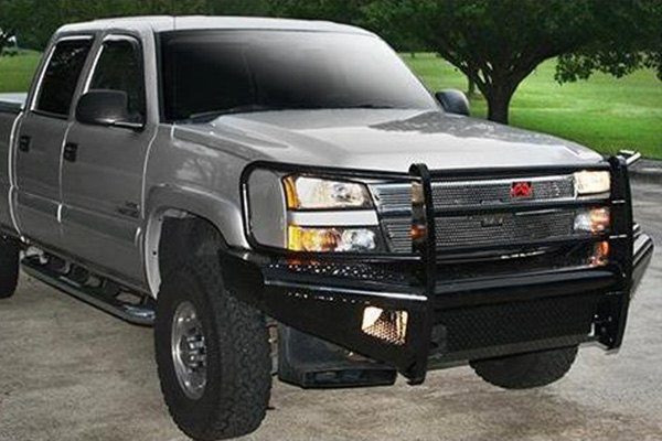 Image may not reflect your exact vehicle! Fab Fours™ - Black Steel Uncoated/Paintable Front Bumper with Grill Guard