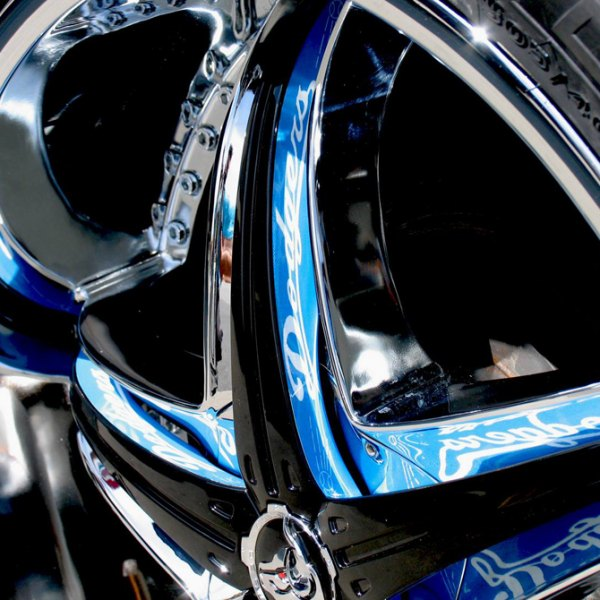 DIABLO® - REFLECTION X Chrome with Custom Inserts Style on Car Close-Up