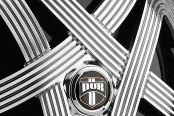 DUB® - SLOTS Chrome with Black Base Close-Up