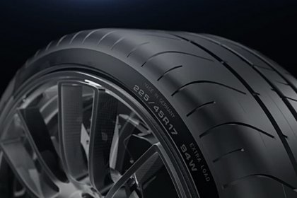 DUNLOP® Tutorial: What are Ultra High Performance Tires (UHP)? (Full HD)