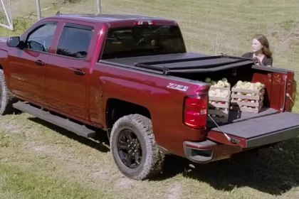 Extang® Trifecta™ Tri-Fold Tonneau Cover Quick Facts (Full HD)