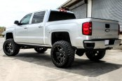 FUEL® - MAVERICK 2PC CAST CENTER Black with Milled Accents on Chevy Silverado