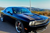 HUNTINGTON® - Bolsa Gloss Black with Machined Face and Lip Wheels on Dodge Challenger