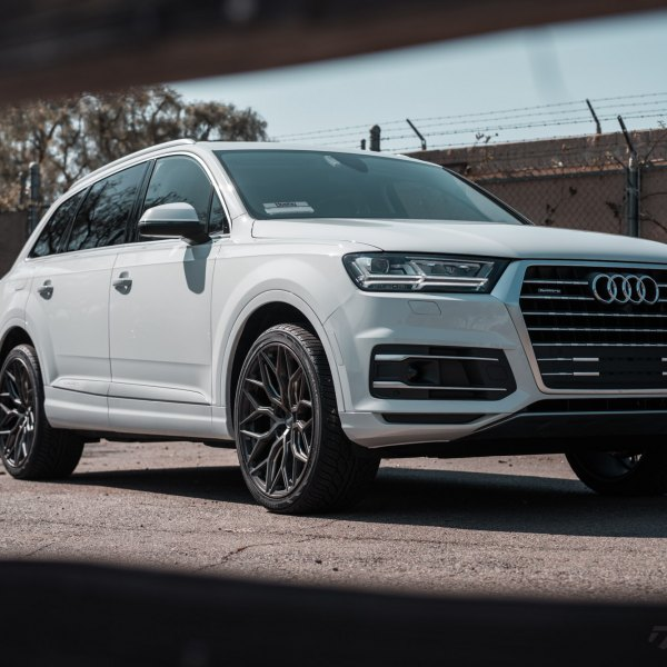 Custom 2017 Audi Q7 | Images, Mods, Photos, Upgrades — CARiD