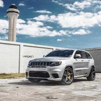 Light Gray Jeep Grand Cherokee Stands Out on Velgen Rims