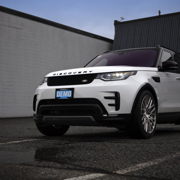 White Land Rover Discovery with Blacked Out Mesh Grille - Photo by PUR Wheels