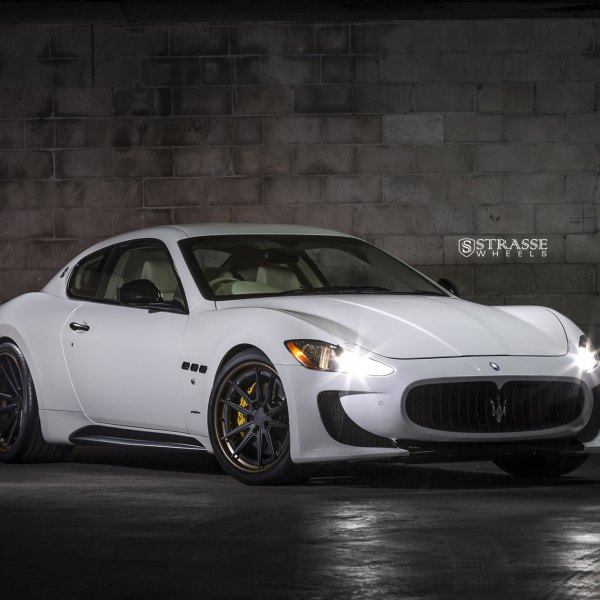 Aftermarket Front Bumper on White Maserati Granturismo - Photo by Strasse Forged