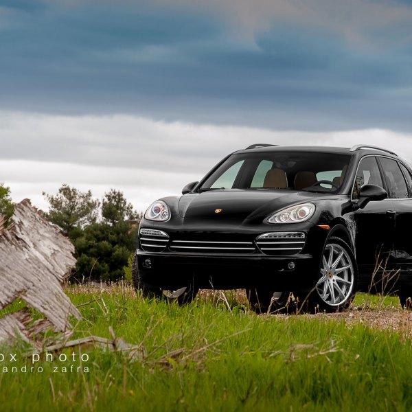 Beautiful Crystal Clear Headlights On Black Porsche Cayenne   Photo By Zandbox