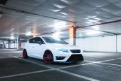 Imposing White Seat Leon on Red JR Wheels