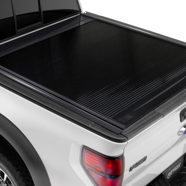 Image may not reflect your exact vehicle! Retrax® - PowertraxONE™ Retractable Tonneau Cover, Closed