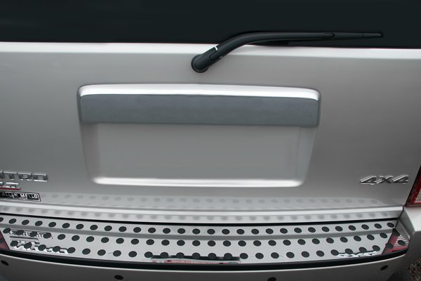 Image may not reflect your exact vehicle! RI® - Stainless Steel Rear Door Molding