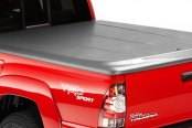 Image may not reflect your exact vehicle! UnderCover® - SE Smooth™ Hinged Tonneau Cover, Closed