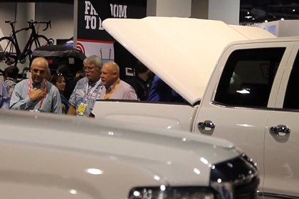 UnderCover®  Elite LX™ Hinged Tonneau Cover At Sema 2014 (HD)