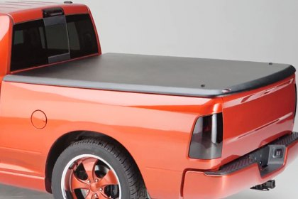 UnderCover® FLEX™ Black Tri-Fold Tonneau Cover, Features