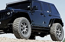 V-ROCK® - CORE Matte Black with Machined Face on Jeep Wrangler